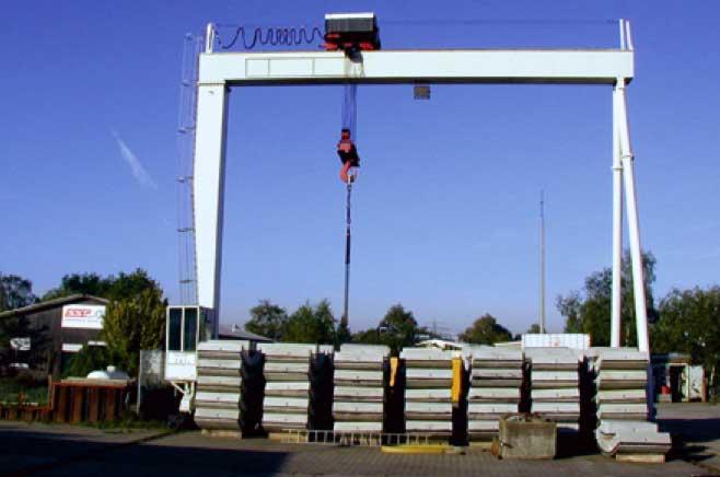 Portalkran mit einer Hubkraft bis zu 45 Tonnen
